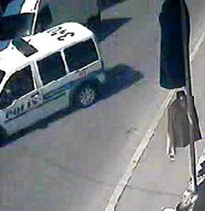 Polis aracı kaldırıma çıktı