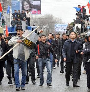Kırgızistan'da silahlı isyan!