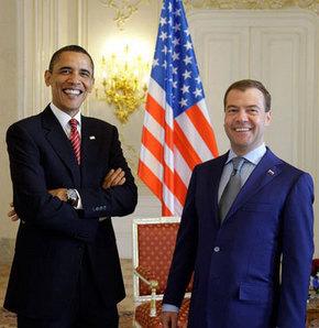 Obama ve Medvedev'den tarihi anlaşma