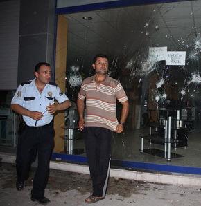 Mersin'de iş yerlerine saldırı