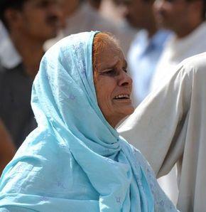 Pakistan'da hastaneye silahlarla saldırıldı