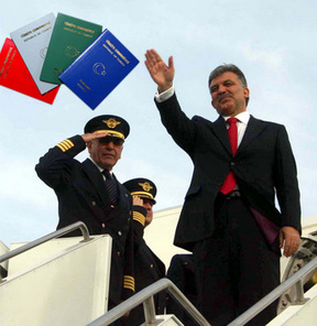 Gül'ün çipli pasaportu elden teslim