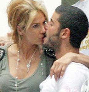 Sevgiliye öpücük yağmuru