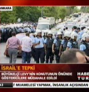 İsrail Büyükelçisi'nin evinin önünde arbede
