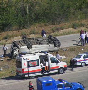 Öğretmen servisi kaza yaptı: 1 ölü, 7 yaralı