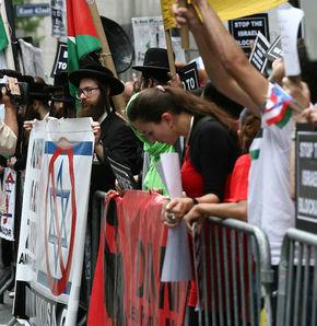 Yahudiler, New York'ta İsrail'i protesto etti