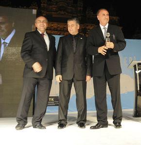 HT Bloomberg ve Teke Tek'e ödül -  HT Bloomberg'in ödülü Kenan Tekdağ'a - Habertürk