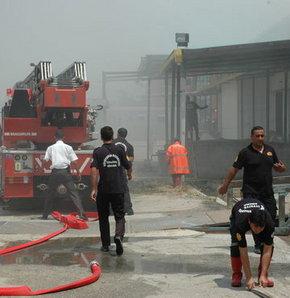 Adana'da fabrikalar yandı