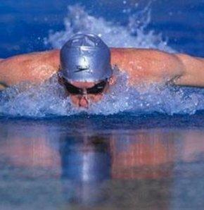 Yüzme doğumu kolaylaştırıyor!
