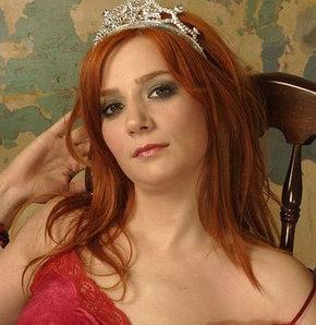 Şarkıcı Aylin Aslım'ın evine hırsız girdi