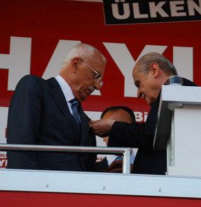 AK Parti'den istifa eden vekil MHP'ye katıldı