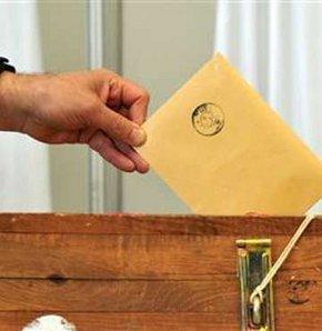 """Anayasa referandumunda """"evet"""", """"hayır"""" oylarını geçti"""