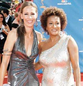 Emmy'ye lezbiyen çiftler damga vurdu