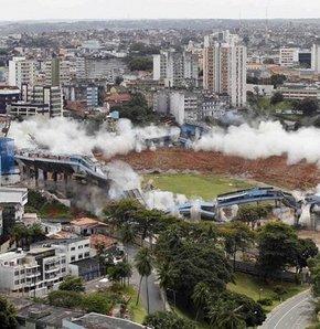 Koca stadyum, 18 saniyede yerle bir oldu - VİDEO