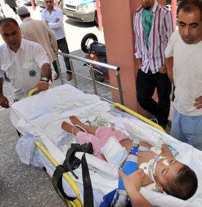 Üzerine kapı devrilen çocuk ağır yaralandı