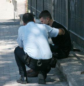 Polis sevgilisinin, silahıyla intihar etti