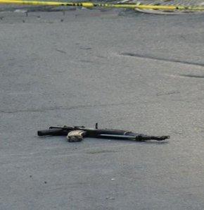 Sokak ortasında kalaşnikoflu saldırı