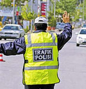 Trafik polisine rüşvet teklif eden yanacak!