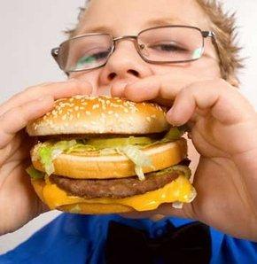 Çocuklar hızla obezleşiyor