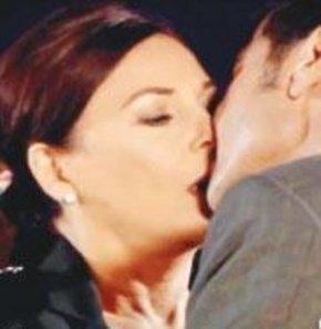 Şenay Gürler'in İlk Aşk Filmindeki Sevişme Sahnesi