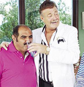 Nuri Alço, Şahin K.'ya gazoz içirdi!