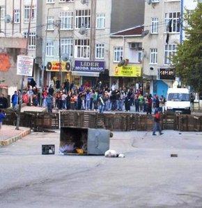 İzmir'de polisi taşladılar