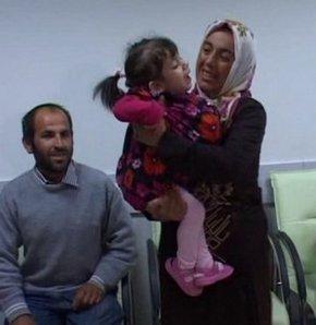 İkizini karnında taşıyan çocuk ailesiyle buluştu
