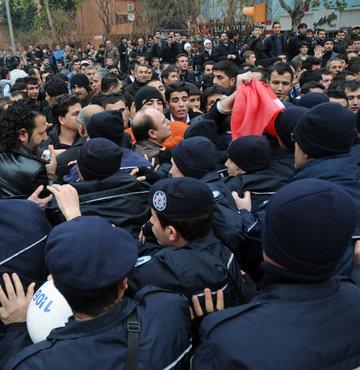 Kahramanmaraş'ta grupları polis ayırdı