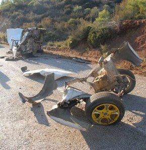 3 parçaya ayrılan araçtan yaralı kurtuldular GALERİ