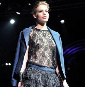Fashion Week'e transparan kapanış GALERİ