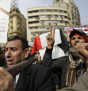 Mısır ayaklanmasında 297 kişi öldü