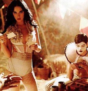 Katy Perry sirk yıldızı oldu GALERİ