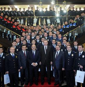 Başbakan Erdoğan Emniyet mensuplarını ağırladı!