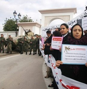 Tunus artık kararnameyle yönetilecek