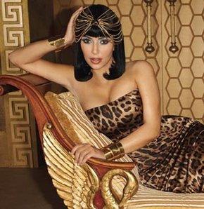 Kardashian'ın Cleopatra pozları GALERİ