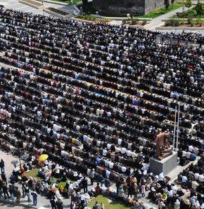 Diyarbakır'da 'sivil Cuma namazı'