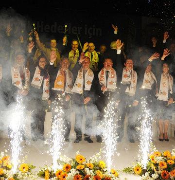 Ak Parti İzmir adaylarını tanıttı