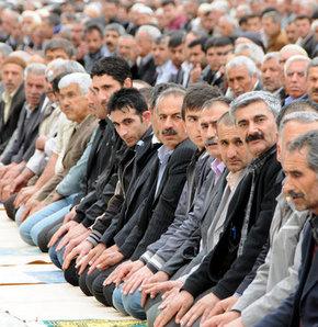 Diyarbakır'da 4 bin kişilik sivil cuma namazı!