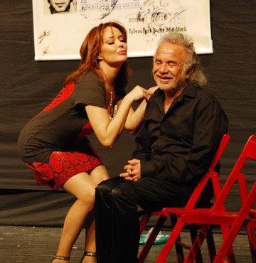 40 yıllık tiyatro çilesini 'Komedi Dünyası'yla özetledi