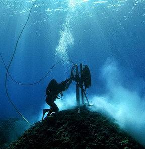 Denizin Dibine 2 Km'lik Delik