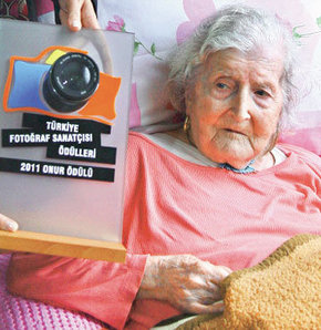 Semiha Es'e onur ödülü