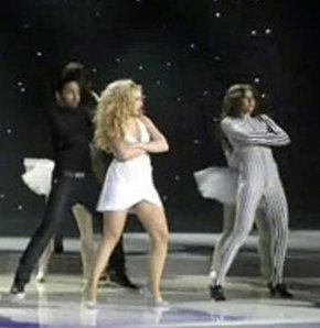Hadise'den frikik zengini dans gösterisi! VİDEO