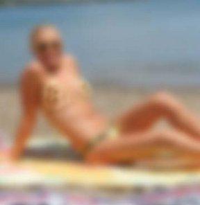 Plajda yarı çıplak Rus kadın paniği!