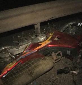 Otomobille motorsiklet çarpıştı: 2 ölü!- VİDEO