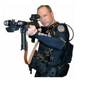 Norveçli Breivik, katliamda polisi 10 kez aramış