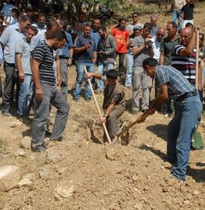 Kemikler bulundu kazı durduruldu