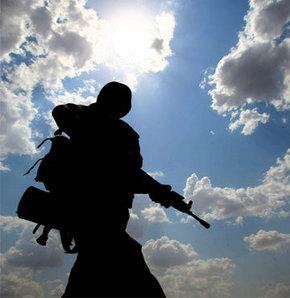 Asker, telefonla konuştu, intihar etti