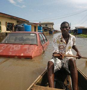 Nijerya'da seller 100 den fazla can aldı