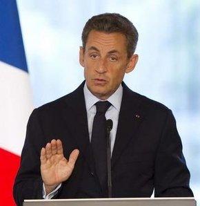 Sarkozy İran'ı tehdit etti