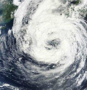 Talas tropik fırtınası Japonya'yı vurdu